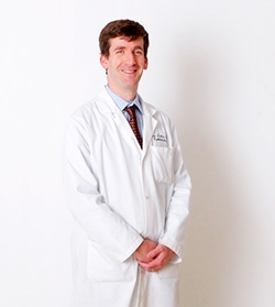 Weill Cornell Neuro-ophthalmologist Marc Dinkin, Specializing in Concussion and Brain Injury